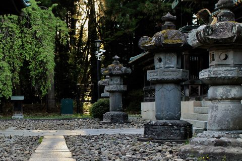 石灯籠(拝殿前)